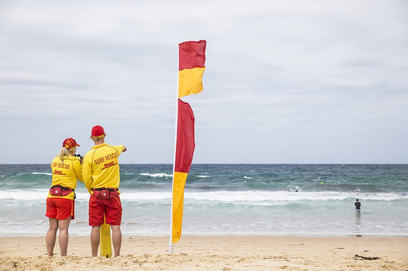 Flags-on-the-beach-beachsafe-dot-com.jpg