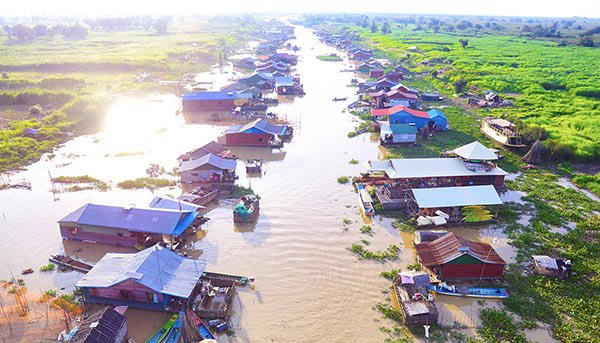 Intro Travel Vietnam And Cambodia Intro Group Tours Adventure Floating Village Outside Siem Reap